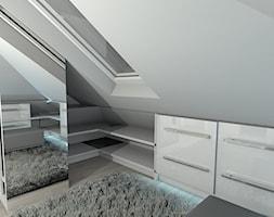 projekt domu w Sidzinie - Mała garderoba z oknem na poddaszu, styl nowoczesny - zdjęcie od Creative Interior