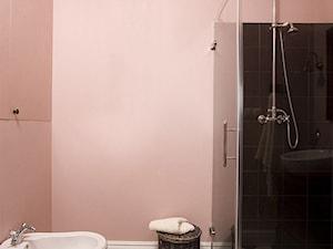 Pastelowy Wilanów - Średnia różowa łazienka w bloku w domu jednorodzinnym bez okna - zdjęcie od Pracownia projektowa Poco Design