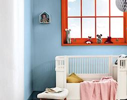 Kolor Roku 2020 - Mały biały niebieski pokój dziecka dla dziewczynki dla niemowlaka, styl vintage - zdjęcie od Dulux