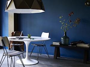 Intensywne kolory we wnętrzu - Średnia niebieska jadalnia, styl minimalistyczny - zdjęcie od Dulux