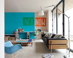 Pokoje dzienne - Mały niebieski brązowy salon, styl industrialny - zdjęcie od Dulux
