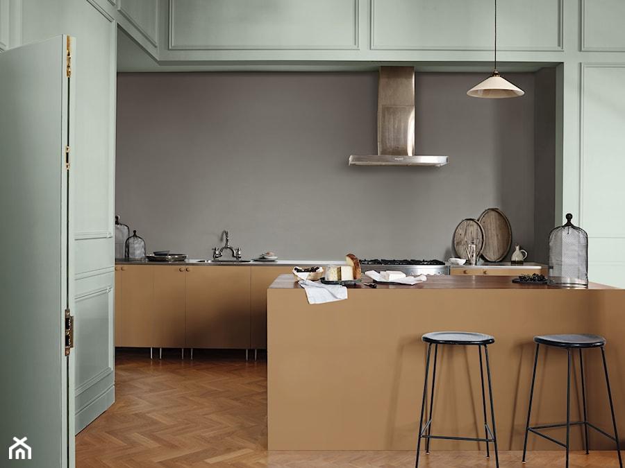 Nowości 2019 - Duża otwarta czarna kuchnia dwurzędowa z wyspą z oknem, styl eklektyczny - zdjęcie od Dulux
