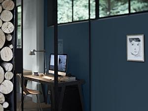 Intensywne kolory we wnętrzu - Małe niebieskie szare biuro kącik do pracy, styl minimalistyczny - zdjęcie od Dulux