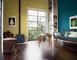 Pokoje dzienne - Średni niebieski żółty salon z bibiloteczką z tarasem / balkonem, styl vintage - zdjęcie od Dulux