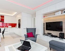 Salon w czerwieni - Średni biały salon z kuchnią z jadalnią, styl skandynawski - zdjęcie od ARCHITETTO