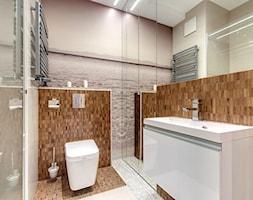 Apartament z morzem w tłe - Mała beżowa brązowa szara łazienka w bloku bez okna, styl nowoczesny - zdjęcie od ARCHITETTO