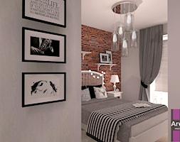 Sypialnia z cegła - Mała szara sypialnia małżeńska, styl skandynawski - zdjęcie od ARCHITETTO