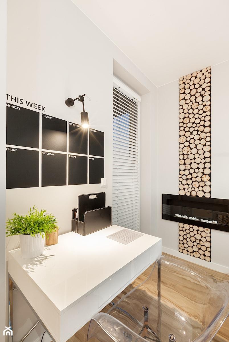 Skandynawia z miętą - Średnie białe biuro kącik do pracy w pokoju, styl skandynawski - zdjęcie od ARCHITETTO