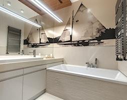Apartament z morzem w tłe - Średnia biała beżowa łazienka w bloku bez okna, styl nowoczesny - zdjęcie od ARCHITETTO