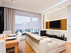 Salon z drzewem - Średni biały salon z jadalnią z tarasem / balkonem, styl nowoczesny - zdjęcie od ARCHITETTO