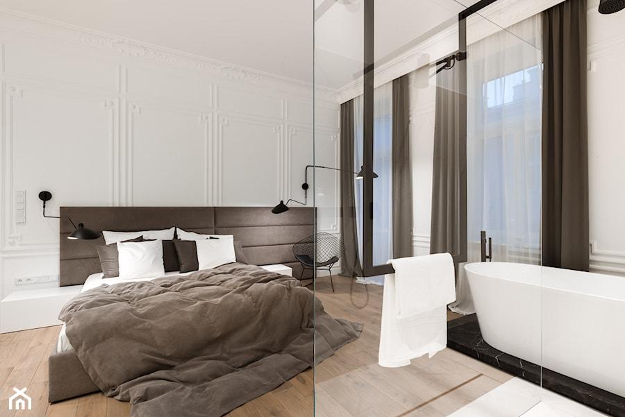 sypialnia z łazienką - zdjęcie od Nasciturus design