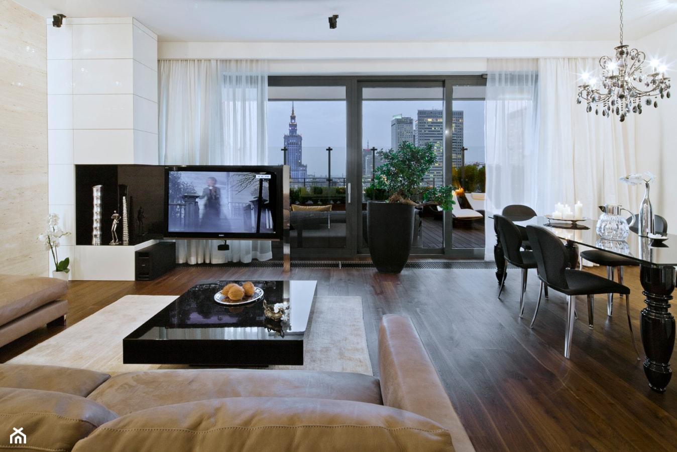 Apartament w centrum Warszawy - Duży biały beżowy salon z jadalnią, styl klasyczny - zdjęcie od Nasciturus design - Homebook