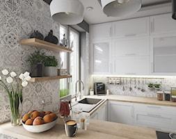 Kuchnia prowansalska - Mała otwarta szara kuchnia w kształcie litery u z oknem, styl prowansalski - zdjęcie od wizjaprzestrzeni.pl