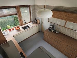 Kuchnia - Duża zamknięta szara kuchnia w kształcie litery l z oknem, styl tradycyjny - zdjęcie od wizjaprzestrzeni.pl