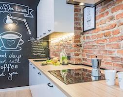 Na Pradze - Mała zamknięta czarna kuchnia jednorzędowa, styl skandynawski - zdjęcie od LIVING BOX