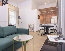 Kawalerka pod wynajem - Średni biały salon z kuchnią z jadalnią, styl klasyczny - zdjęcie od LIVING BOX - Homebook
