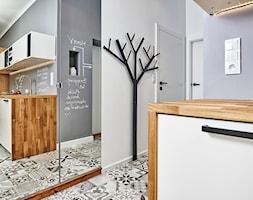 59 m2 na nowo - Hol / przedpokój, styl skandynawski - zdjęcie od LIVING BOX