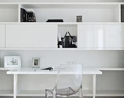 Apartament Grzybowska - Średnie białe biuro w pokoju, styl nowoczesny - zdjęcie od oikoi
