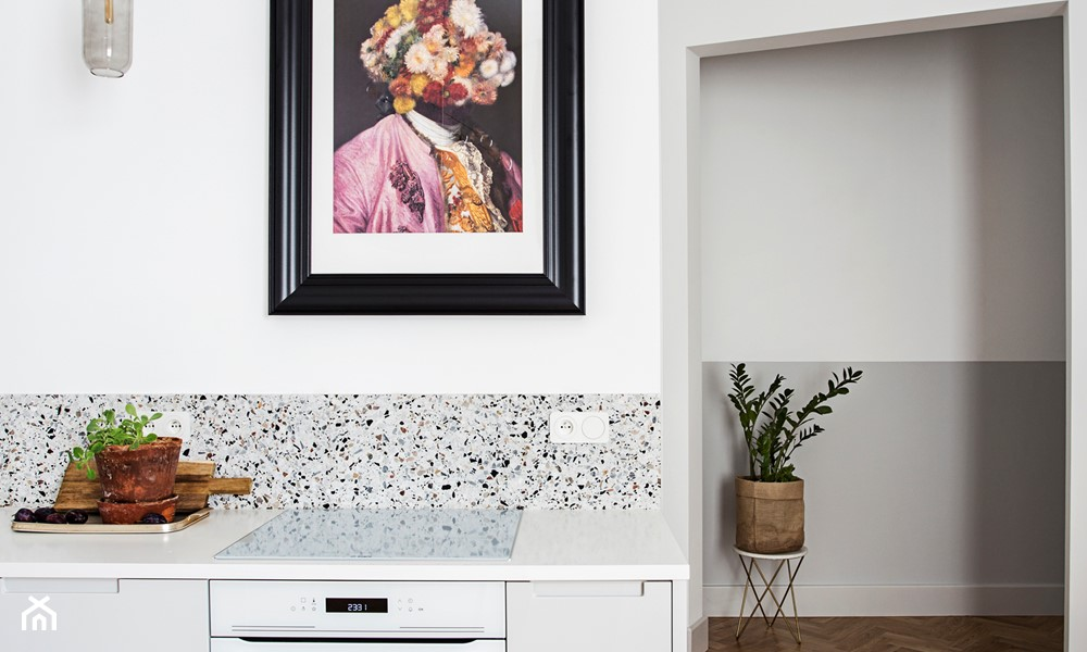 lastryko na ścianie w kuchni