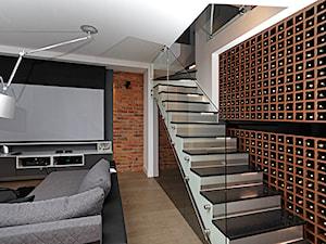 Mieszkanie w męskim wydaniu - Średnie wąskie schody jednobiegowe zabiegowe kamienne, styl nowoczesny - zdjęcie od RED design