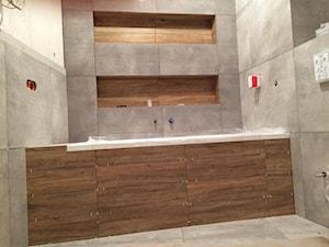 Łazienka beton z drewnem