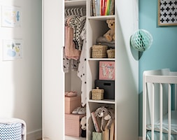 Kolekcja Baby Maxim - Mały biały niebieski pokój dziecka dla chłopca dla dziewczynki dla niemowlaka, styl nowoczesny - zdjęcie od VOX