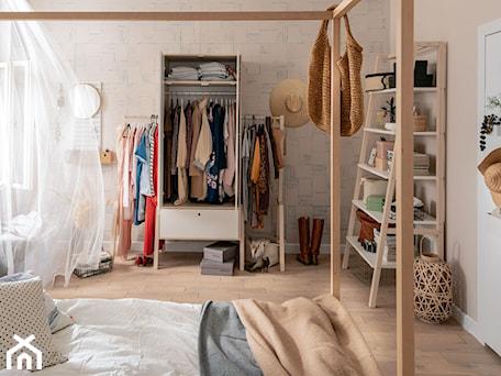 Aranżacje wnętrz - Sypialnia: Sypialnie VOX - Sypialnia, styl minimalistyczny - VOX. Przeglądaj, dodawaj i zapisuj najlepsze zdjęcia, pomysły i inspiracje designerskie. W bazie mamy już prawie milion fotografii!