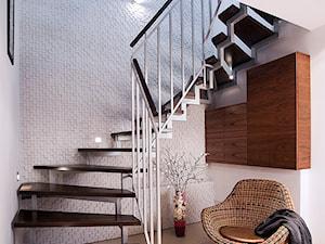 Dom 150m - Średni biały hol / przedpokój, styl minimalistyczny - zdjęcie od JN STUDIO JOANNA NAWROCKA
