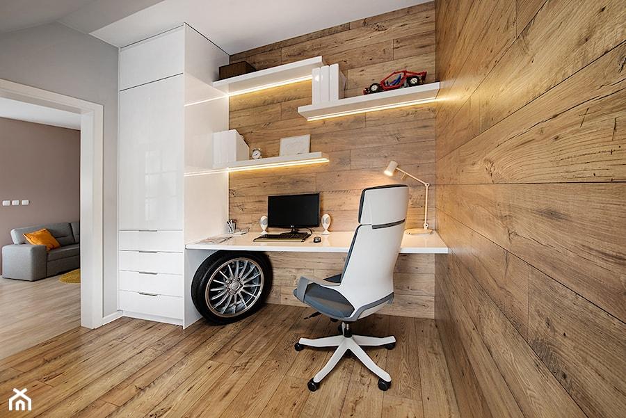 Gabinet - Średnie szare biuro kącik do pracy w pokoju, styl skandynawski - zdjęcie od JN STUDIO JOANNA NAWROCKA