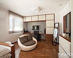 Dom 150m - Średni beżowy pokój dziecka dla dziewczynki dla nastolatka, styl minimalistyczny - zdjęcie od JN STUDIO JOANNA NAWROCKA