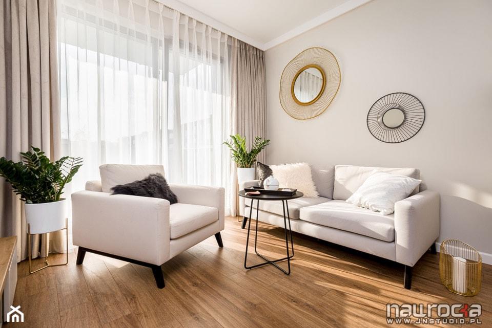 """Apartament """" Po Włosku"""" - Mały szary salon - zdjęcie od JN STUDIO JOANNA NAWROCKA - Homebook"""