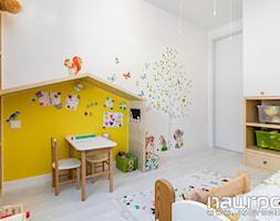 Mieszkanie Wrocław 78mkw - Mały biały żółty pokój dziecka dla dziewczynki dla malucha - zdjęcie od JN STUDIO JOANNA NAWROCKA