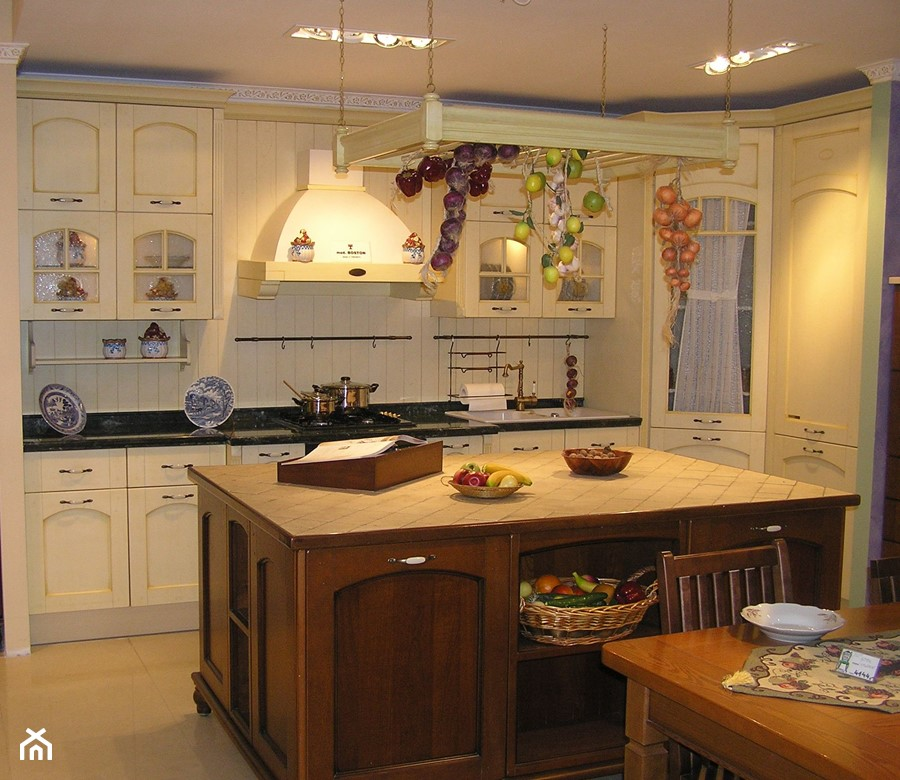 Kuchnie  Kuchnia, styl prowansalski  zdjęcie od Radius   -> Kuchnia Drewniana Z Ekspozycji