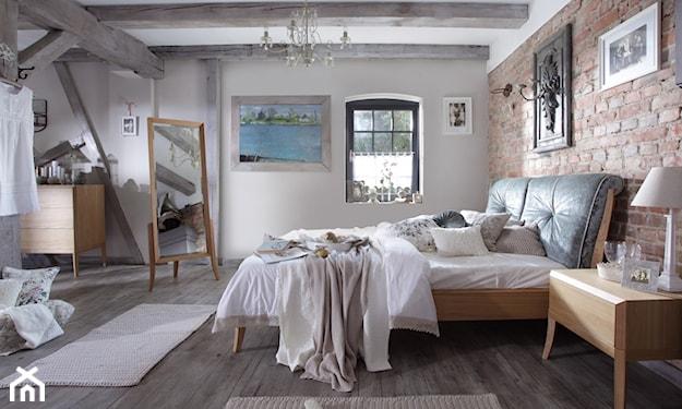 sypialnia z łożem małżeńskim z cegłą na ścianie