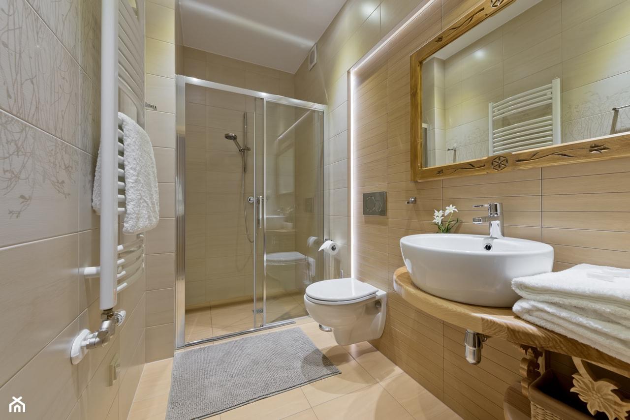 Średnia beżowa łazienka w bloku bez okna, styl tradycyjny - zdjęcie od STUDIO FORMY BIURO ARCHITEKTONICZNE AGNIESZKA BURZYKOWSKA- WALKOSZ - Homebook