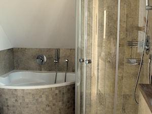 Nasza wielka metamorfoza - Średnia biała beżowa łazienka na poddaszu jako salon kąpielowy, styl eklektyczny - zdjęcie od promonote