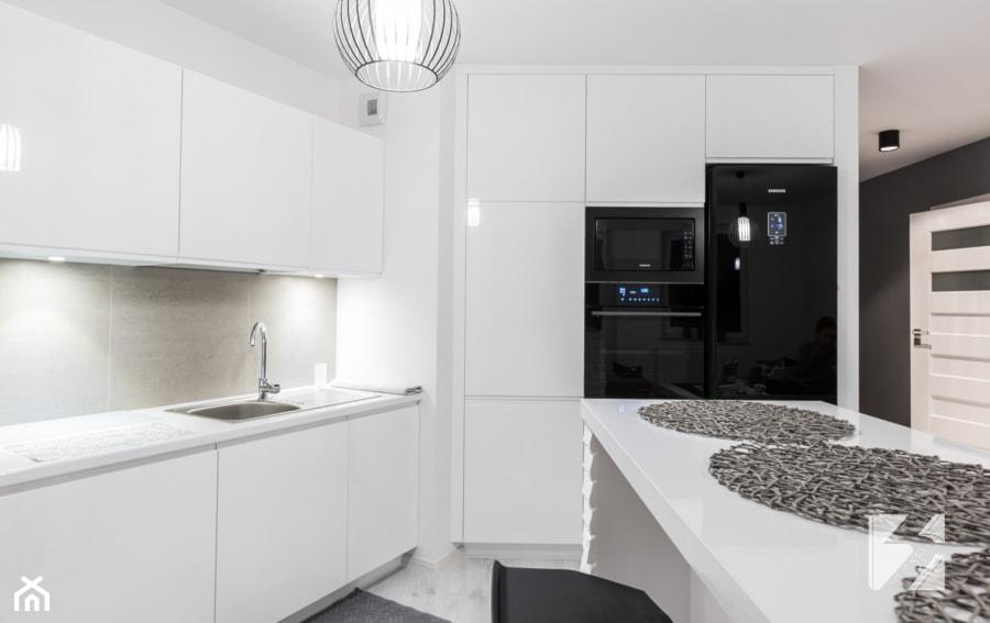 Biała kuchnia z funkcjonalną wyspą od 3TOP Meble   -> Biala Kuchnia Uchwyty Frezowane
