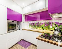 Piękna fioletowa kuchnia od 3TOP Meble Lublin - SuperStolarz.pl - zdjęcie od SuperStolarz.pl