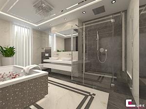 DOM Z ANTRESOLĄ - Duża biała czarna łazienka na poddaszu w bloku w domu jednorodzinnym z oknem, styl art deco - zdjęcie od CUBE Interior Design