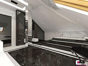 Dom w Chojnowie - Średnia biała łazienka na poddaszu w domu jednorodzinnym jako domowe spa z oknem, styl art deco - zdjęcie od CUBE Interior Design