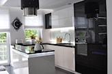nowoczesna kuchnia, biało-czarne meble kuchenne z połyskiem