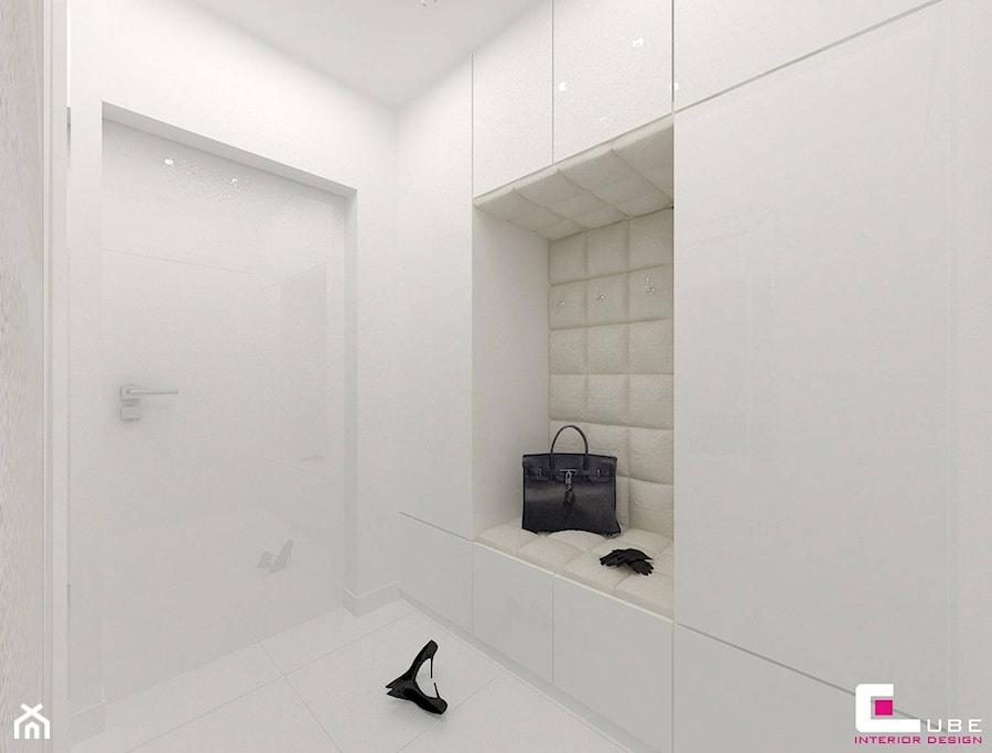 Dom w Markach - Mały biały hol / przedpokój, styl nowoczesny - zdjęcie od CUBE Interior Design