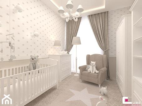 Mieszkanie w Warszawie - Średni szary pokój dziecka dla chłopca dla dziewczynki dla niemowlaka, styl klasyczny - zdjęcie od CUBE Interior Design