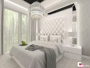 Mieszkanie pokazowe w Konstancinie-Jeziornie - Średnia biała szara sypialnia małżeńska, styl art deco - zdjęcie od CUBE Interior Design