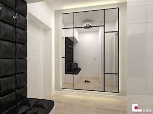 DOM W KOBYŁCE - Średni biały hol / przedpokój, styl nowoczesny - zdjęcie od CUBE Interior Design