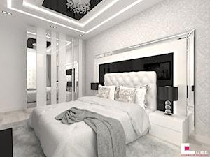 Mieszkanie w Mińsku Mazowieckim 50 m2 - Średnia biała szara czarna sypialnia małżeńska, styl glamour - zdjęcie od CUBE Interior Design