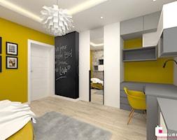 DOM W KOBYŁCE - Średni żółty pokój dziecka dla chłopca dla ucznia dla nastolatka, styl nowoczesny - zdjęcie od CUBE Interior Design