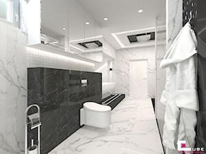 Projekt wnętrz domu w Wołominie - Duża biała czarna łazienka na poddaszu w bloku w domu jednorodzinnym z oknem, styl glamour - zdjęcie od CUBE Interior Design