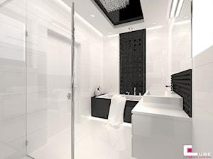 DOM POD LEGNICĄ - Średnia biała czarna łazienka na poddaszu w bloku w domu jednorodzinnym bez okna, styl glamour - zdjęcie od CUBE Interior Design