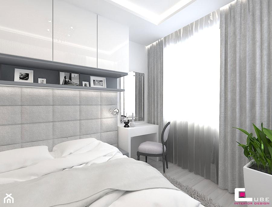 Aranżacje wnętrz - Sypialnia: Mieszkanie 70 m2 w Warszawie - Mała biała sypialnia małżeńska, styl nowoczesny - CUBE Interior Design. Przeglądaj, dodawaj i zapisuj najlepsze zdjęcia, pomysły i inspiracje designerskie. W bazie mamy już prawie milion fotografii!